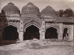 Close view of the arches in the façade of the Bara Gumbad Masjid, Delhi.
